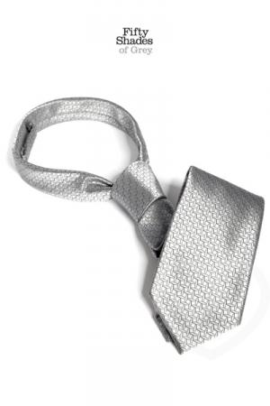 Cravate de Christian Grey - Fifty Shades of Grey : La cravate du célèbre gentleman Christian Grey, pour une utilisation éloignée de sa fonction sociale initiale...