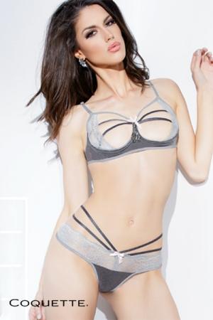 String à lanières Spellbound : Un string sexy et élégant avec ses harmonies de gris anthracite et argent, et son petit noeud rose tendre, assorti au soutien-gorge seins nus Spellbound.