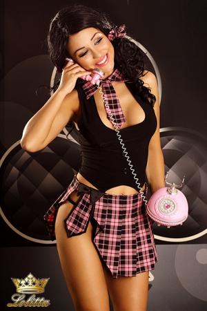 Holly - tenue d'écolière : Ensemble sexy d'écolière, jupette, plastron cravate, et les petits noeuds dans les cheveux.
