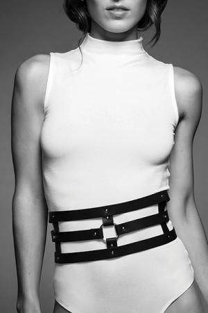 Ceinture et menottes noires - Maze : Une merveilleuse ceinture 100% Vegan, qui se transforme en accessoire de contrainte: ceinture, menottes et laisse.