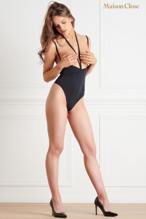 Body string seins nus noir Le petit secret : Lingerie sexy seins nus noire avec jeu de lanières et ouverture à l'entre-jambe, par Maison Close.