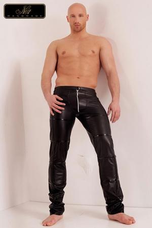 Pantalon zippé Groove : Pantalon zippé en wetlook mat à la coupe structurée, décoré de minces bandes vinyle surpiquées.