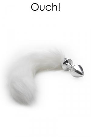 Plug métal avec queue en fourrure blanche : Bijou d'anus et plug anal en métal chromé avec une queue en fausse fourrure blanche, pour vos jeux de rôles animaliers.