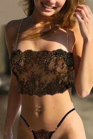 Bustier Milena : Bustier sensuel en dentelle cils transparente, rehaussé de bretelles bijoux amovibles.